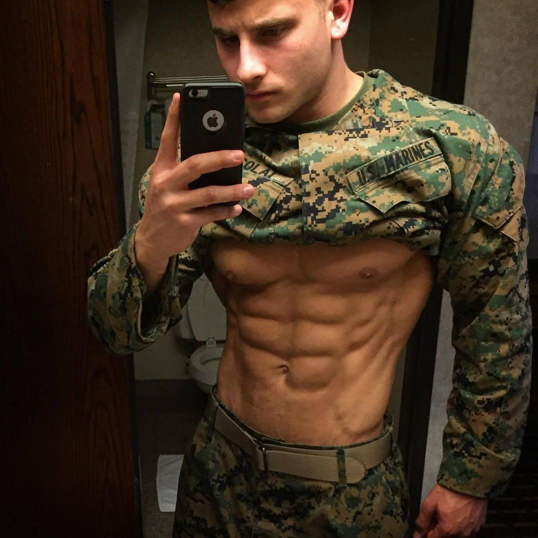 young-fit-muscle-sixpack-abs-soldier-uniform-selfie