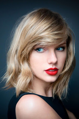 Taylor Swift bibir merah seksi ternyata punya bau mulut tidak sedap