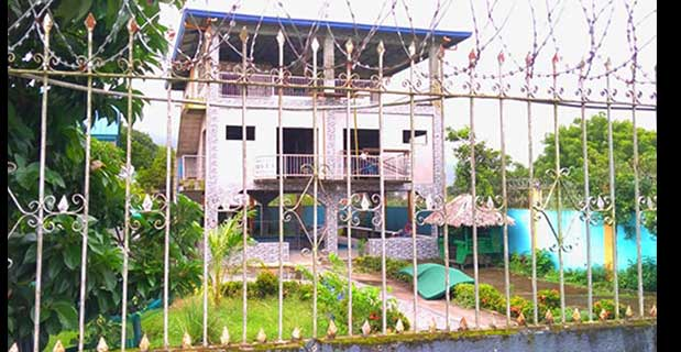 Caretaker tries to sell OFW's mansion, pawns all her cars off