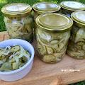 Ogórki z cebulą na zimę do słoików