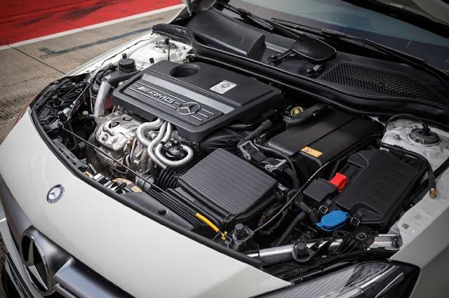 Mercedes AMG A45 4MATIC 2017 là chiếc xe có động cơ mạnh mẽ nhất thế giới