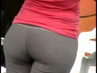 Voyeur video señora calzas trasero redondo