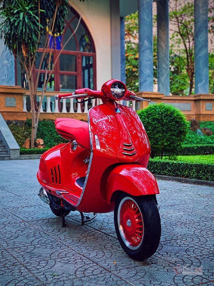 Sốt với Vespa đỏ biển ngũ quý 8 giá gần 900 triệu