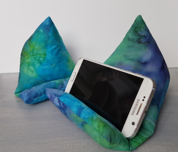 Phone holder | DevotedQuilter.com