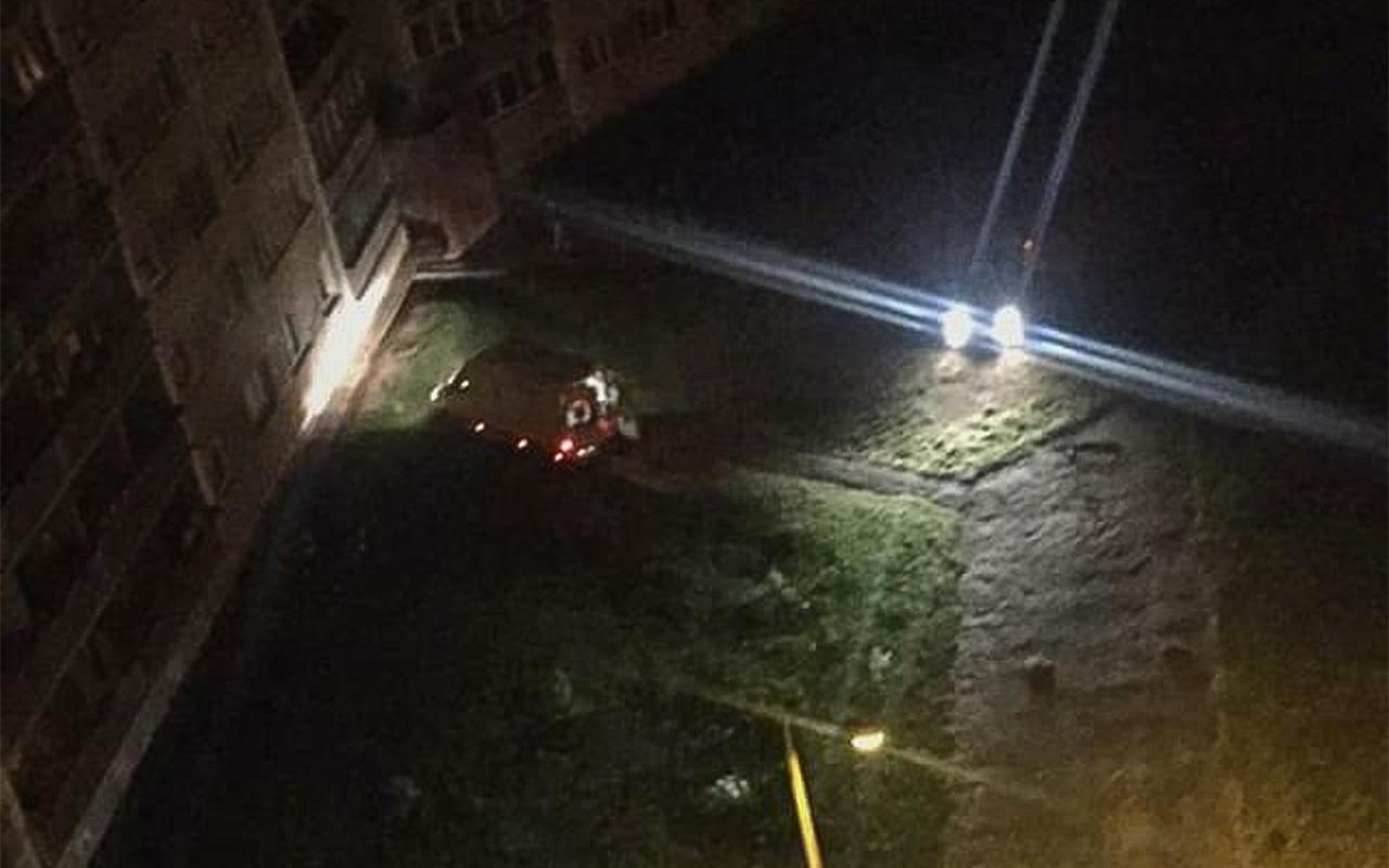 Jelgavā vīrietis nolec no astotā stāva