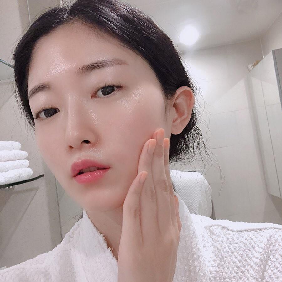 Phụ nữ Hàn Quốc có làn da khô, thích hợp với phương pháp Toner 7 bước