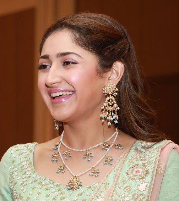 Sayesha Saigal Pictures