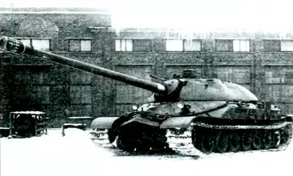 Танк ИС-7 Объект 260 во дворе Кировского завода. 1948 г.