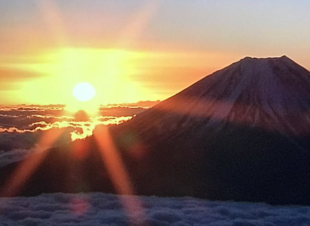 富士山からの初日の出です。