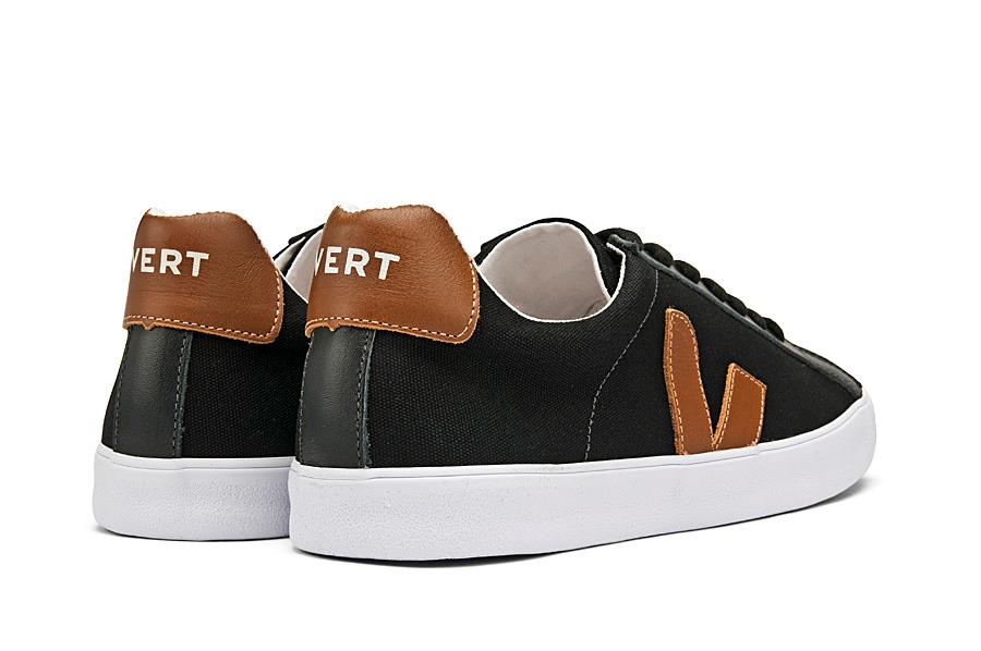 afbba3df20 Os tênis da marca francesa VEJA fizeram fama no mercado internacional  graças às linhas simples dos seus produtos e a proposta de uma cadeia  produtiva ...