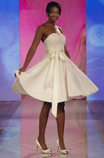 vestido de noiva curto simples com laço
