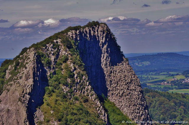 Les roches Tuilière et Sanadoire, Puy-de-Dôme.