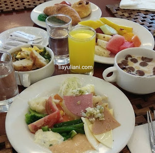 Breakfast di Arion Swiss Belhotel
