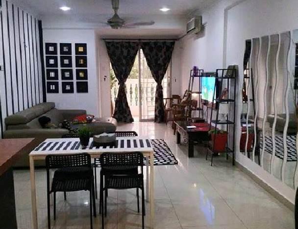 Desain Ruangan keluarga atau tengah rumah minimalis type 45 dengan warna cat keren