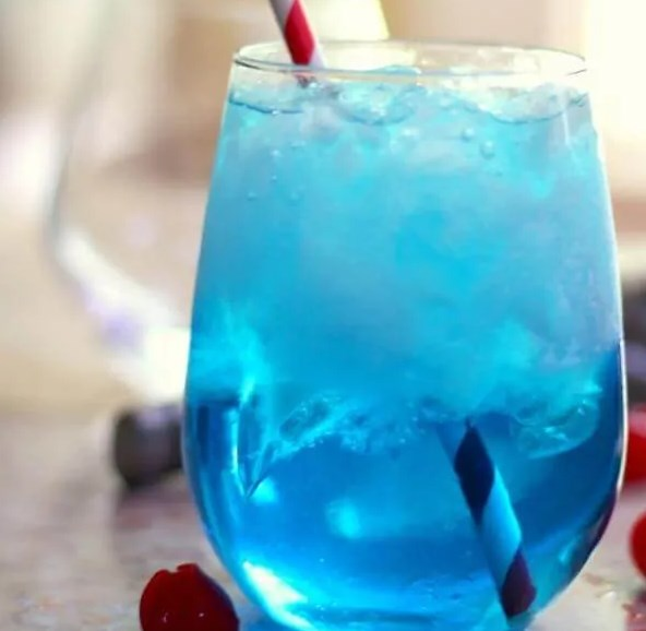 SEX IN THE DRIVEWAY: BRIGHT BLUE COCKTAIL #drink #party