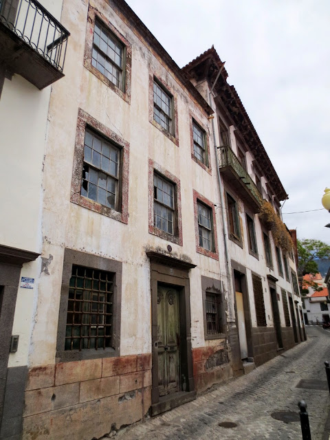 old and degraded buildings in Rua de São Pedro
