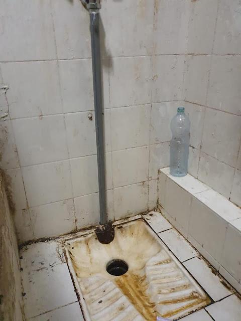 שירותים לאסירים בתאי הכלא