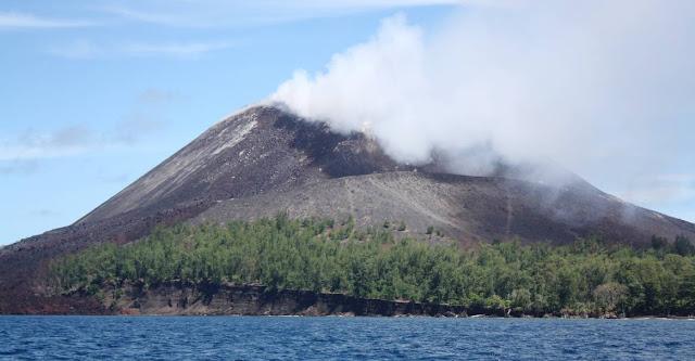 Isla Krakatoa y biologia