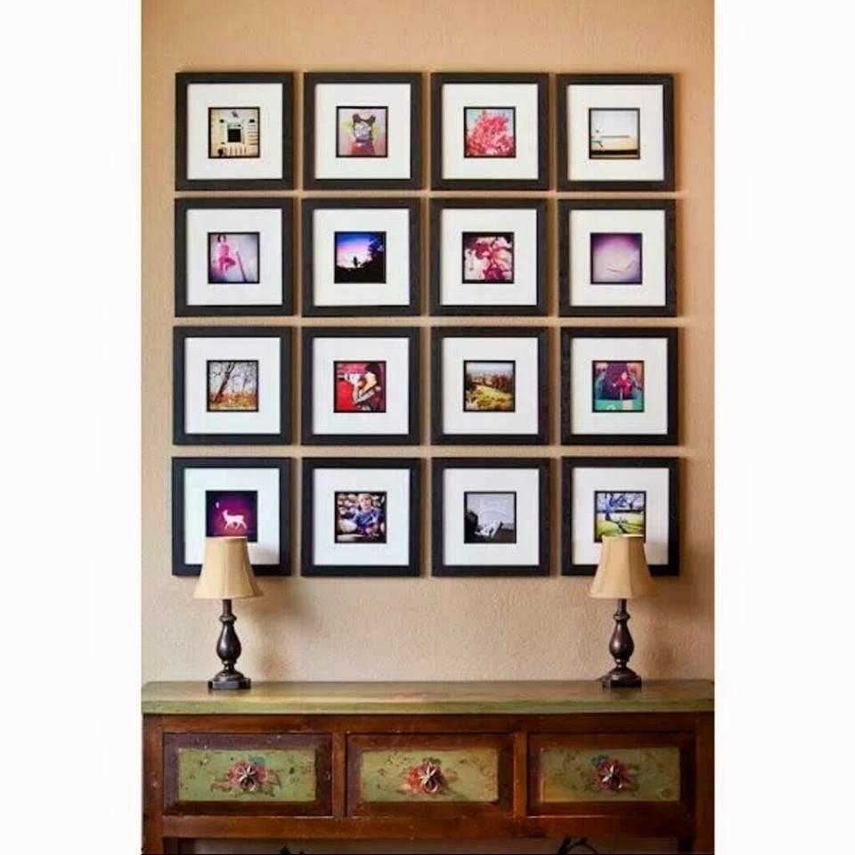 Jam Dinding Dengan Gambar Keluarga Sekali Nampak Kemas Tapi Mana Nak Cari Jarum Macam Tu T Nangis Laju Lagi