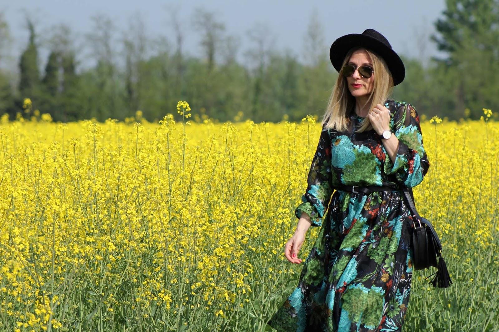 La felicità in un long floral dress