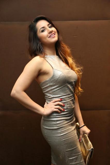 Ash Kaur Photos