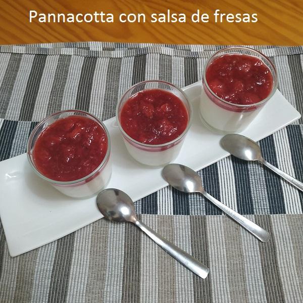 Pannacotta con salsa de fresas