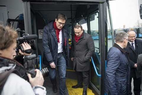 Tarlósék megrendelték az új buszokat, most Kari Geri saját sikerként adja elő