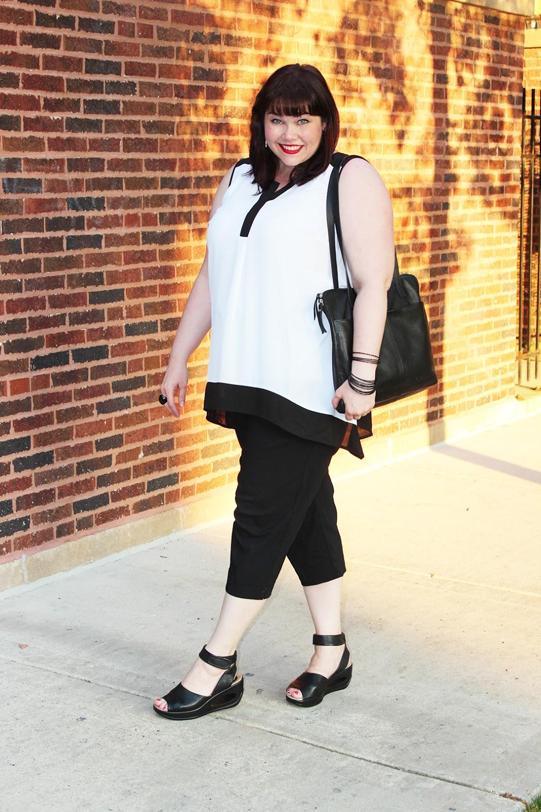 plus size blogger, plus size model, Amber Style Plus Curves, Black and White, Travel Outfit, plus size fashion, plus size style