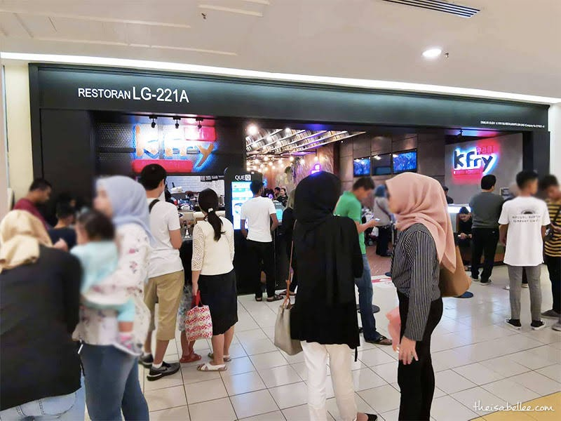 Queue at K Fry 1 Utama