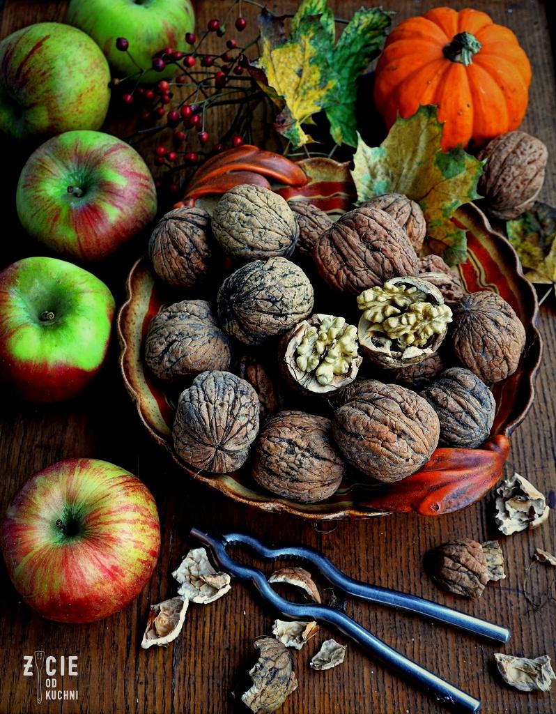 orzechy, pazdziernik sezonowe owoce pazdziernik sezonowe warzywa, sezonowa kuchnia, pazdziernik, zycie od kuchni