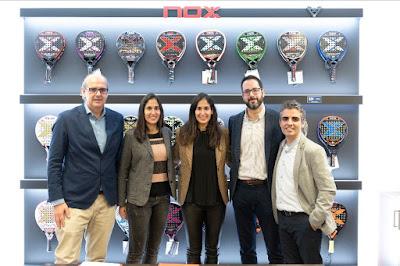 Las hermanas Mapi y Majo Sánchez Alayeto, junto al equipo directivo de NOX