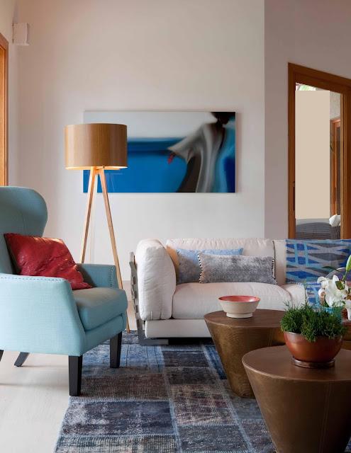 sala-decorada-em-branco -e -azul-arquitetura
