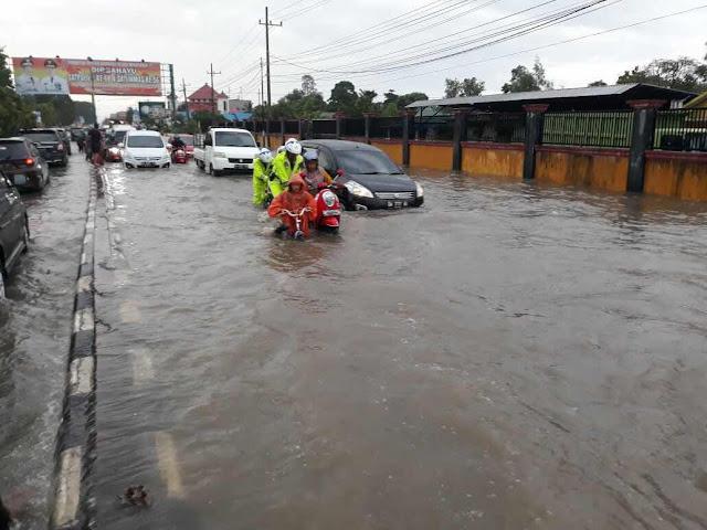 Usai melakukan kajian, Pemko Banjarbaru akhirnya menemukan beberapa faktor yang menyebabkan Jalan Tonhar, Kelurahan Syamsudin Noor tiba-tiba menjadi langganan banjir pada awal tahun ini.