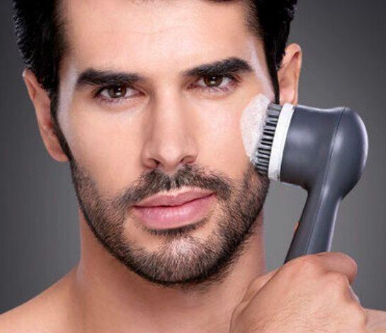 Benefícios da escova de limpeza facial para a pele masculina