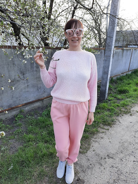 https://femmeluxefinery.co.uk/products/light-pink-cuffed-joggers-lizzie