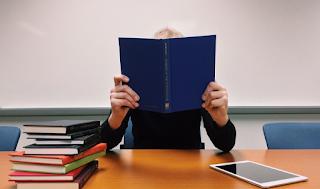 Στην Ελλάδα εκπαιδεύεσαι μόνο για να περνάς τις εξετάσεις, όχι για να μάθεις