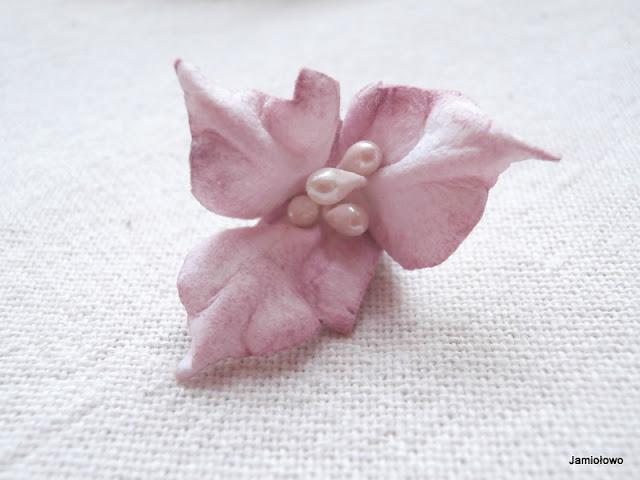 lilia z papieru ręcznie robiona