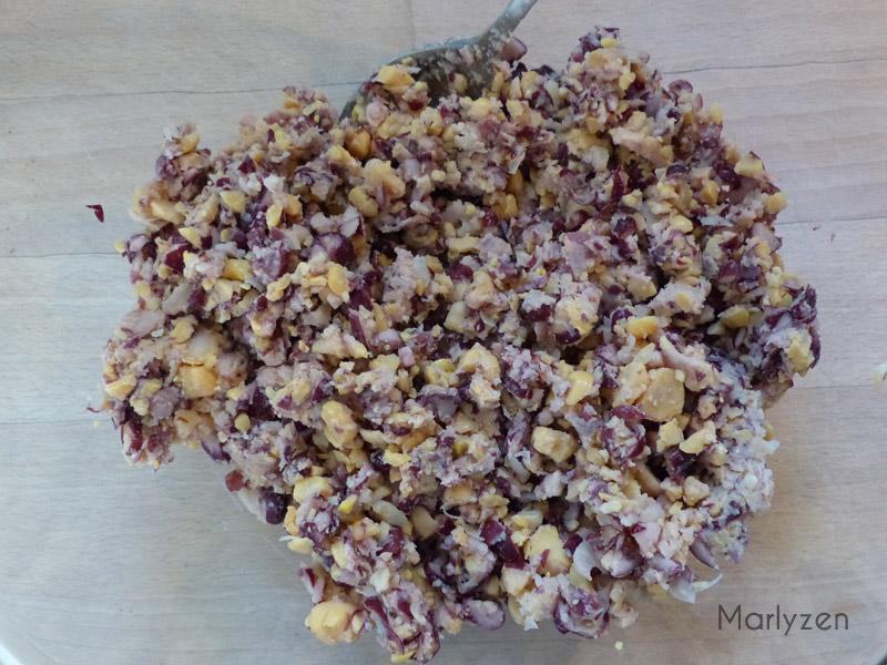 Mixez rapidement les pois chiches et les haricots rouges.