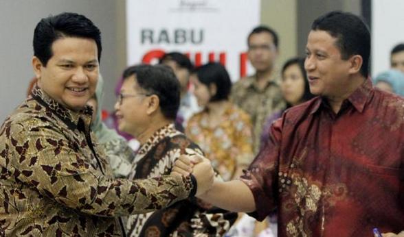 Ketua Bawaslu Muhammad dan Ketua KPU Husni Kamil Manik salam komando