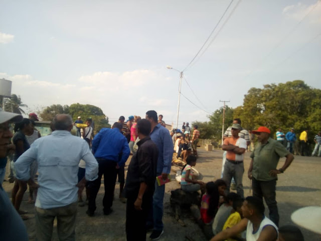 APURE: Protestaron en Payarita por fallas de servicios públicos y escasez de alimentos.