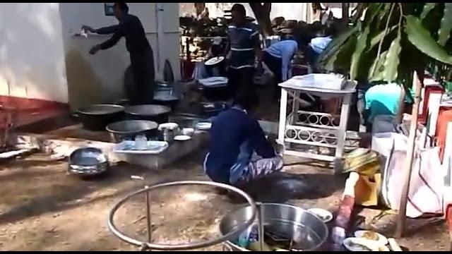 শহীদ জওয়ানদের শোকে মুহ্যমান দেশ:লোকোমেটিভ ওয়ার্কস কারখানার কর্মীরা মাতলেন পিকনিকে
