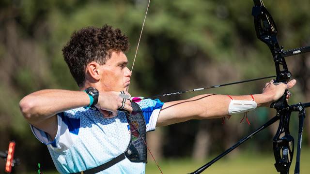 Nicholas D'Amour em disputa no Grand Prix de Antalya no tiro com arco