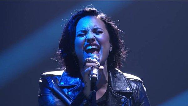 """Demi Lovato canta """"Stone Cold"""" y """"Confident"""" en American Idol."""