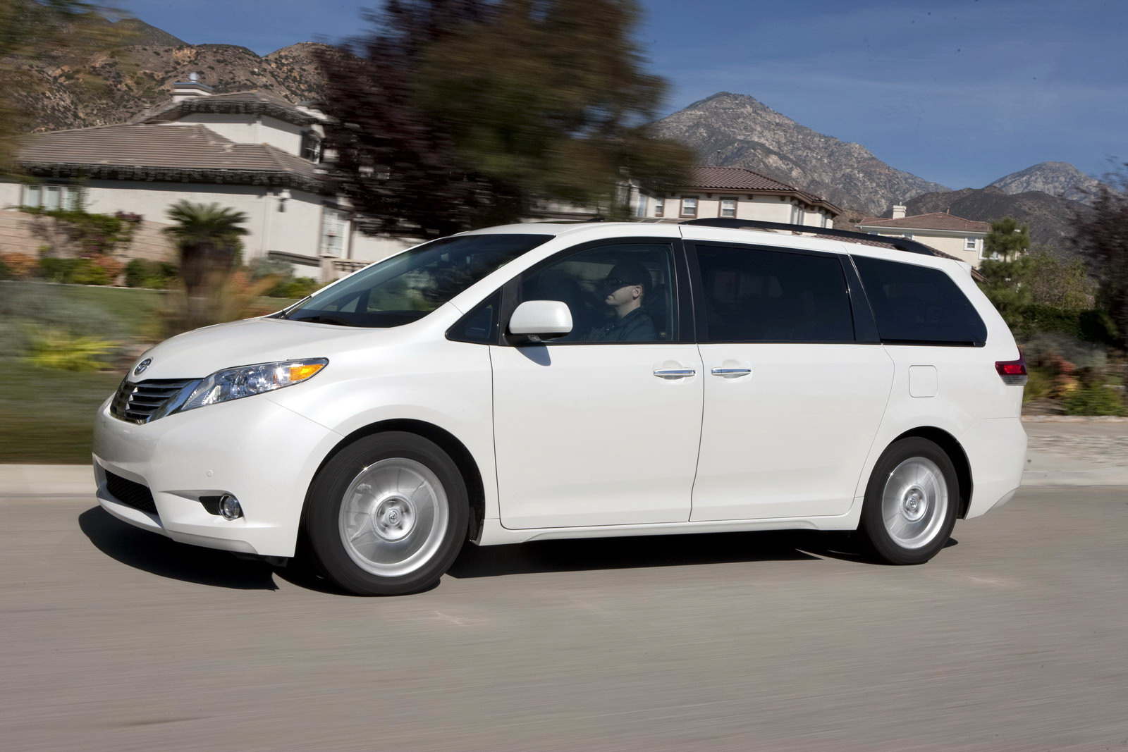 toyota cars 2011 toyota sienna review. Black Bedroom Furniture Sets. Home Design Ideas