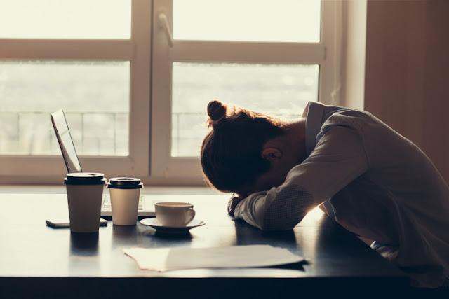 Peras Keringat 8 Jam Sehari, 5 Hari Seminggu Hanya Demi Hidup Ala Kadarnya! 7 Alasan ini yang Membuatmu Tetap Bertahan!