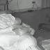 Cobra invade quarto e dá bote em mulher enquanto ela dormia; veja o vídeo