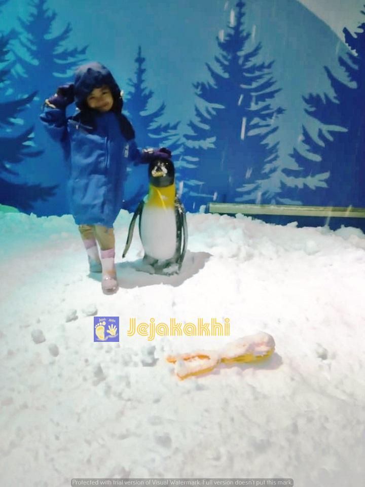 Main Salju Bareng Olaf Frozen di Snow Park Panama Park 825 Bandung
