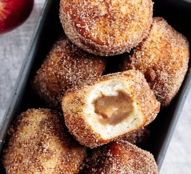 Vegan Apple Butter Filled Cinnamon Sugar Doughnuts #breakfast #vegetarian