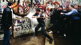 Rompiendo el Muro a mazazos