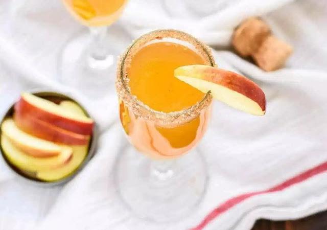 Cinnamon Apple Cider Mimosa #drinks #mimosa